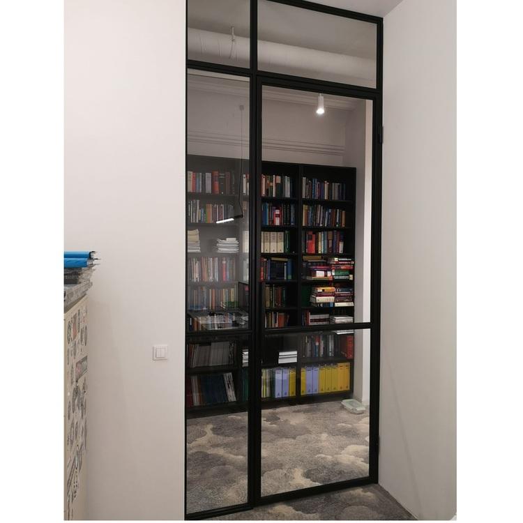 Ścianka loft ze szklanymi drzwiami industrialnymi dla Kancelarii Werner Warszawa | Koszykowa