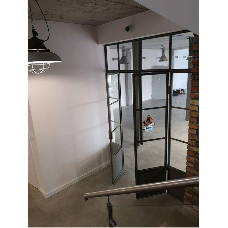 Szklana ściana industrialna LOFT z drzwiami dwuskrzydłowymi ścianka loftowa drzwi metalowe szklane Iwona P. | Poznań
